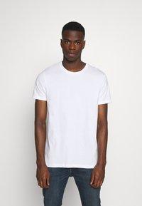 Burton Menswear London - BASIC 5 PACK - Basic T-shirt - pink - 1