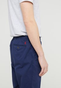 Polo Ralph Lauren - CLASSIC TAPERED FIT PREPSTER - Chinos - newport navy - 4
