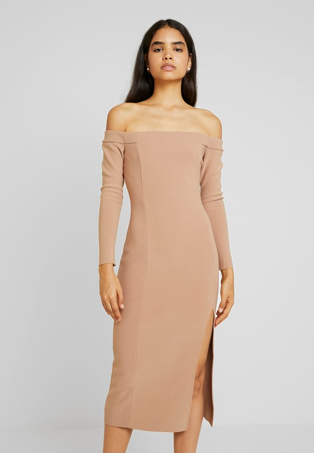 ELKE OFF SHOUDLER MIDI DRESS - Etuikjoler - caramel
