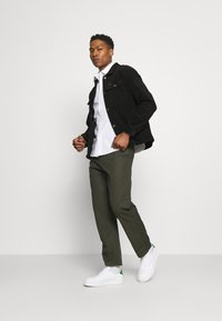 Carhartt WIP - MENSON PANT MOSQUERO - Chinos - cypress rinsed - 1