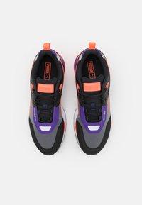 Puma - MIRAGE MOX TECH VEGAN UNISEX - Sneakersy niskie - black/prism violet - 3
