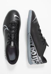 Nike Performance - MERCURIAL VAPOR 13 CLUB IC - Botas de fútbol sin tacos - black/metallic cool grey/cool grey - 1