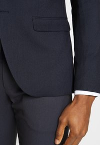 Isaac Dewhirst - BIRDSEYE SUIT - Suit - dark blue - 10