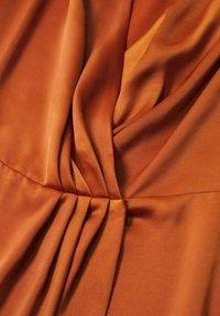 Mango - FLIESSENDES - Cocktail dress / Party dress - bräunliches orange - 6