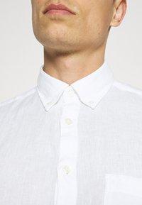 Marc O'Polo - BUTTON DOWN SHORT SLEEVE - Skjorta - white - 5