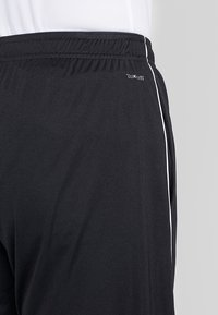 adidas Performance - CORE ELEVEN PRIMEGREEN FOOTBALL 1/4 SHORTS - Pantalón corto de deporte - black/white - 3