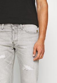 G-Star - ALUM RELAXED TAPERED - Relaxed fit jeans - sato black denim/sun faded ripped pewter grey - 4