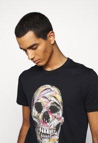 PS Paul Smith - MENS SLIM FIT SKULL - T-shirts print - dark blue - 3