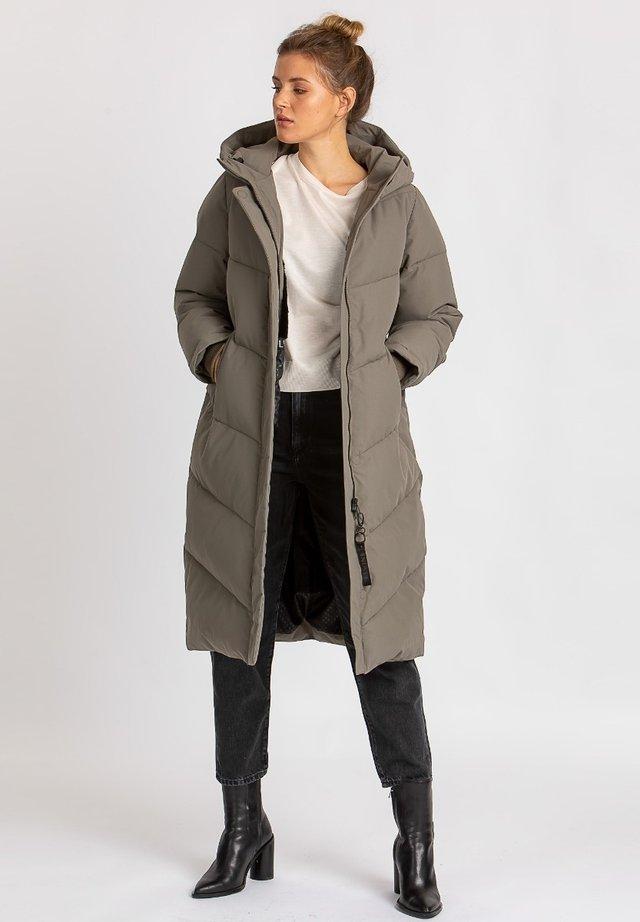 Winter coat - castor green