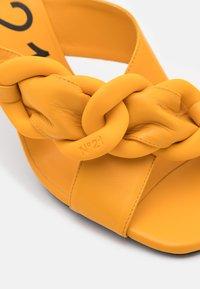 N°21 - MULE - Pantofle na podpatku - yellow - 6