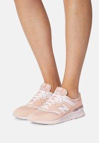 New Balance - CW997 - Zapatillas - pink/white - 0