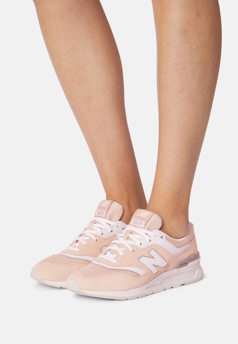 New Balance - CW997 - Zapatillas - pink/white