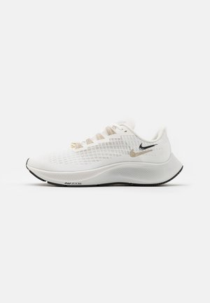 AIR ZOOM PEGASUS 37 - Zapatillas de running neutras - ivory/metallic gold silk/platinum tint/oil grey