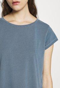 Samsøe Samsøe - LISS - Basic T-shirt - blue mirage - 5