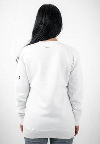 PLUSVIERNEUN - BERLIN - Sweatshirt - white - 2
