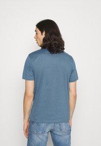 Calvin Klein - CHEST LOGO - T-shirt - bas - blue - 2