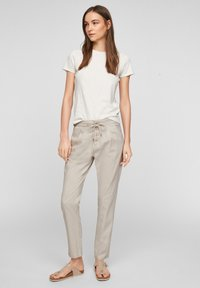 Q/S designed by - REGULAR FIT - Pantalon classique - beige - 1