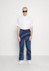 Jaded London - JADED MEN X CURLYFRYSFEED SWIRL CUT & SEW  - Bootcut jeans - dark blue - 1