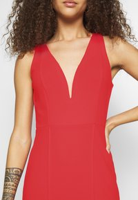 WAL G PETITE - V NECK MIDI DRESS - Sukienka letnia - red - 5