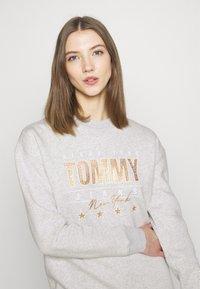 Tommy Jeans - Sweatshirt - silver grey heather - 3
