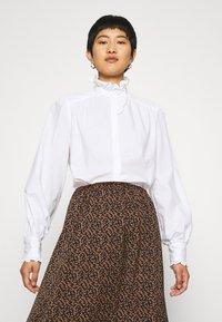 IVY & OAK - RUFFLE BLOUSE - Button-down blouse - bright white - 0