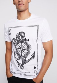 Pier One - T-shirt con stampa - white - 4