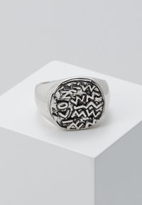 Icon Brand - EMBOSSED SYMBOL BURNISHED ROUND - Ring - silver-coloured - 0