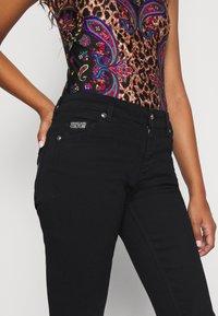 Versace Jeans Couture - Vaqueros pitillo - black - 3