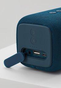 Fresh 'n Rebel - ROCKBOX BOLD M WATERPROOF BLUETOOTH SPEAKER - Speaker - indigo - 5
