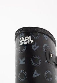 KARL LAGERFELD - KALOSH PRINT RAIN BOOT - Gummistøvler - black/light grey - 2
