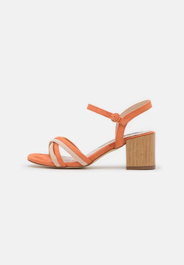MEGRIS - Sandals - orange