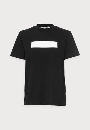 HERO LOGO TEE - Print T-shirt - black