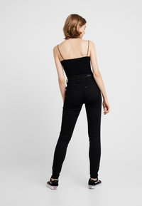 Lee - SCARLETT SUPER HIGH BODY - Jeans Skinny Fit - black rinse - 2