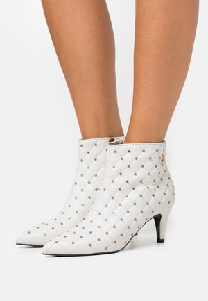 VENUS - Ankle boot - white