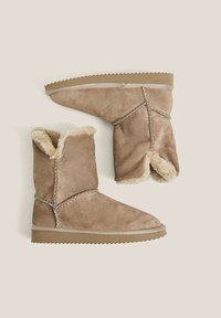 OYSHO - Classic ankle boots - brown - 5