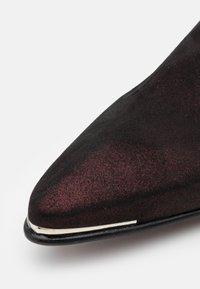 Jeffery West - MANIC PLAIN CHELSEA - Kovbojské/motorkářské boty - starry burgundy - 5