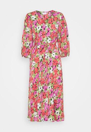 VIAMORA 3/4 BELT MEDI DRESS - Vestido informal - black