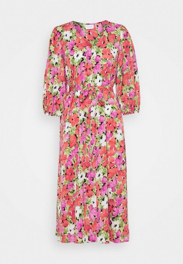 VIAMORA 3/4 BELT MEDI DRESS - Sukienka letnia - black