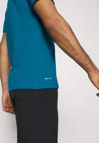 Nike Performance - DRY TEE CREW SOLID - Basic T-shirt - green abyss/black - 4