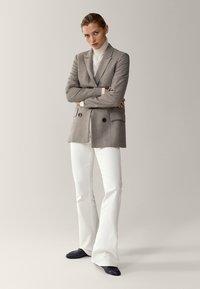 Massimo Dutti - MIT HAHNENTRITT - Korte frakker - beige - 1