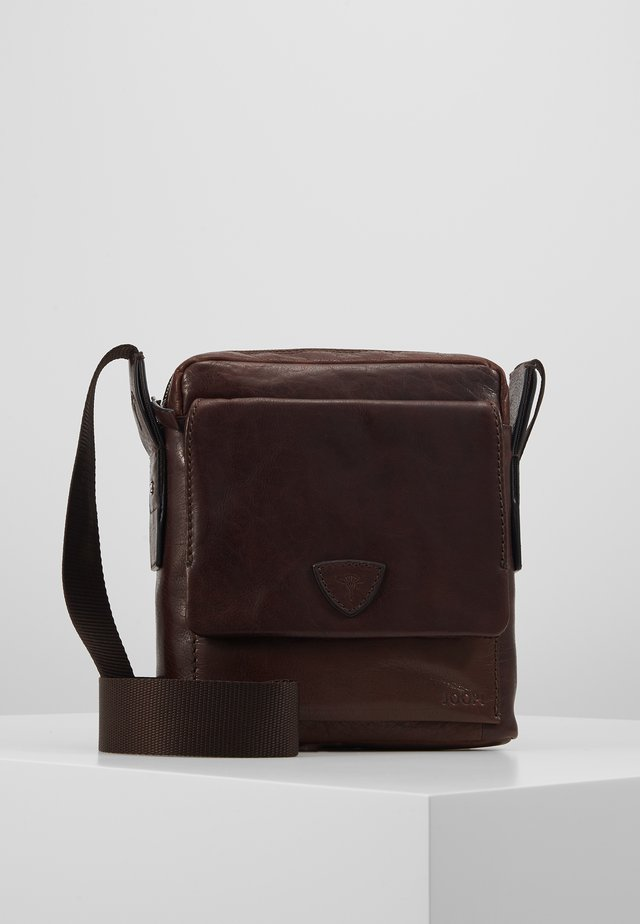 BRENTA REMUS SHOULDERBAG - Skulderveske - darkbrown