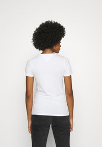 Tommy Jeans - SKINNY STRETCH V NECK - T-shirts - white - 2