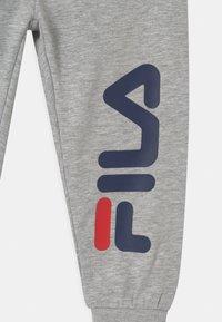 Fila - PATRI LOGO UNISEX - Trousers - light grey melange - 2
