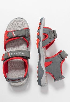 K-TRACK - Chodecké sandály - steel grey/red