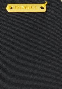 O'Neill - WAVE - Bikini top - black out - 2