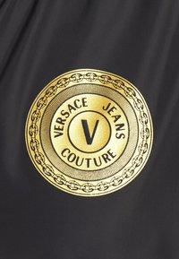 Versace Jeans Couture - PRINT LOGO BAROQUE  - Summer jacket - black - 7