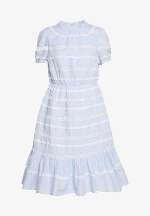 JOPLIN DRESS - Denní šaty - faded peri