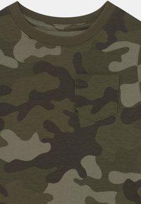 GAP - TODDLER BOY - T-shirt con stampa - green - 2