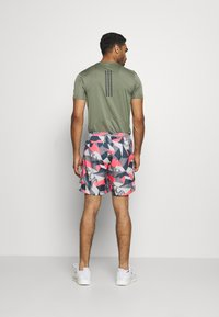 adidas Performance - RUN IT CAMO - Sports shorts - orbit grey/signal pink/legend blue - 2