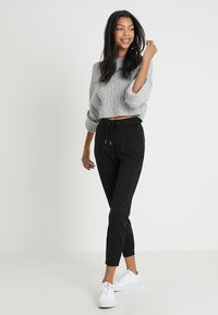b.young - RIZETTA CROP PANTS - Tracksuit bottoms - black - 1